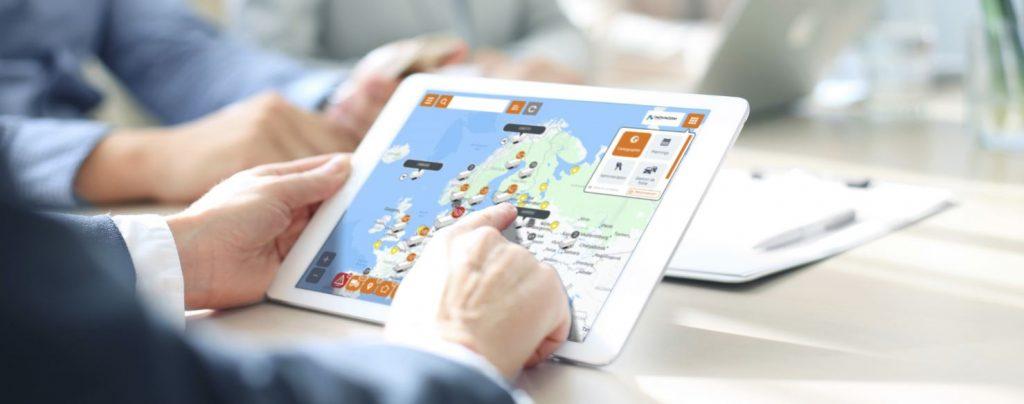 tablette connectée à la plateforme de géolocalisation Trailermatics